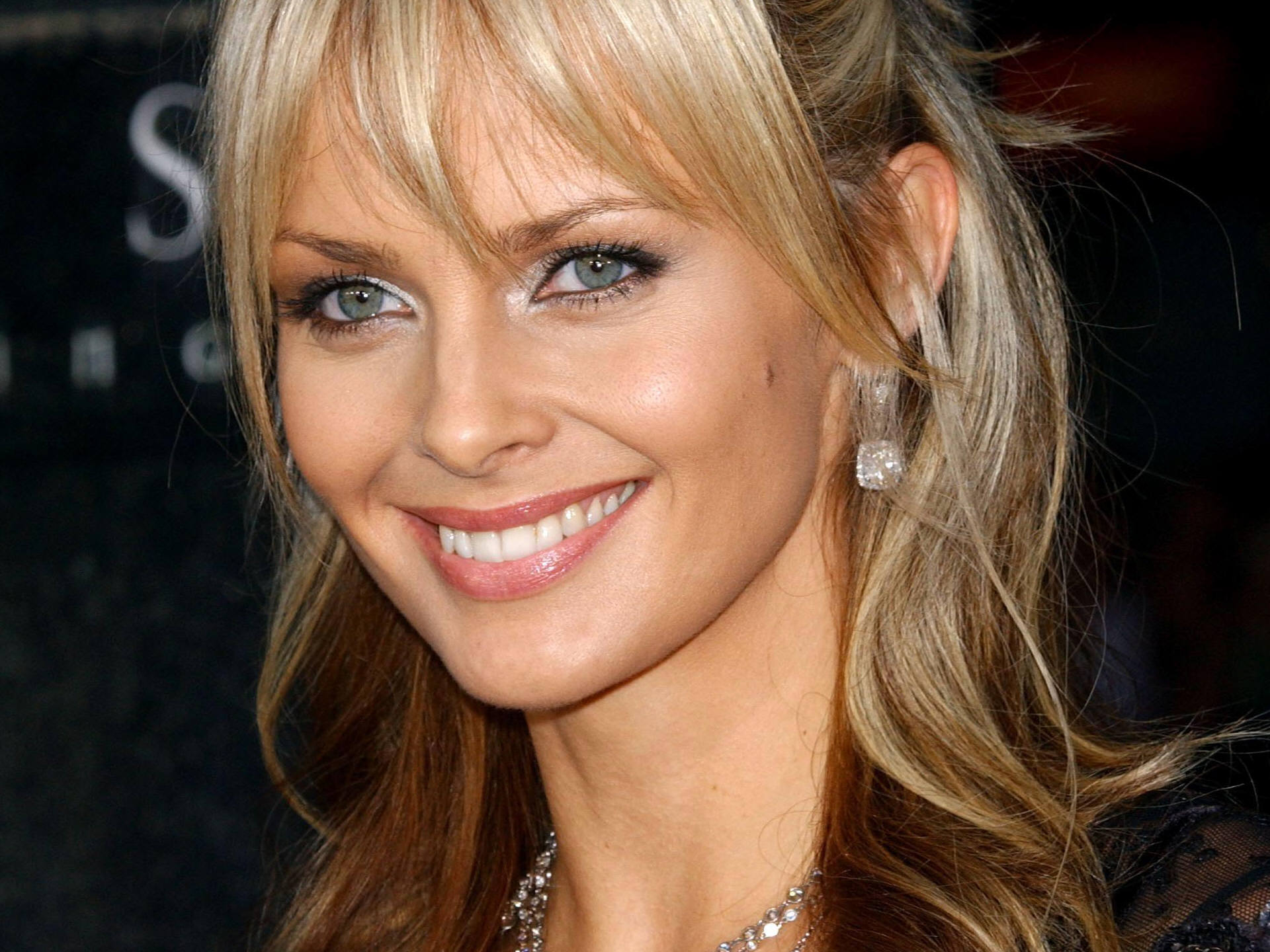 izabella scorupco smile wallpaper 56979