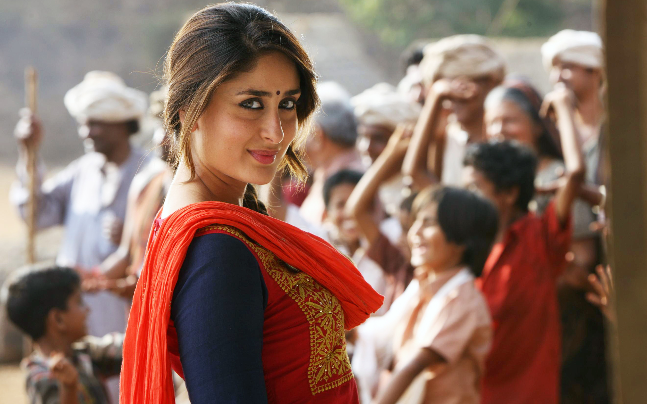 kareena kapoor actress wallpaper background 54915