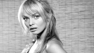 Monochrome Izabella Scorupco Wallpaper 56981