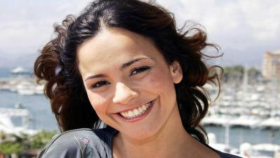 Alice Braga Smile Wallpaper 57614