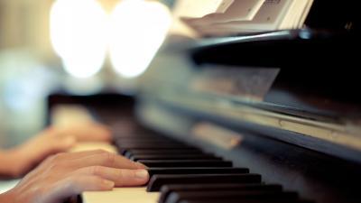 Playing Piano Desktop Wallpaper 58727