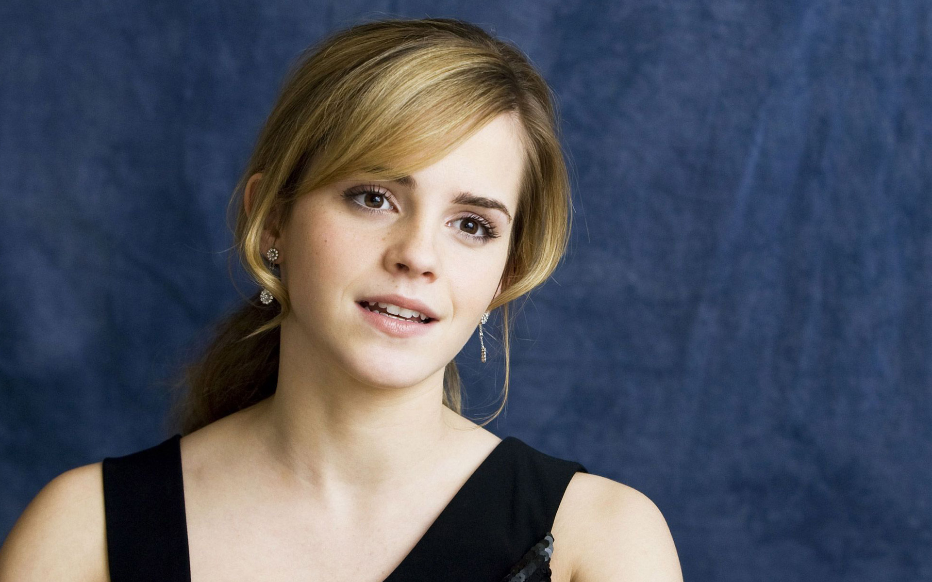 https://hdwallsource.com/img/2016/5/emma-watson-desktop-wallpaper-50402-52093-hd-wallpapers.jpg