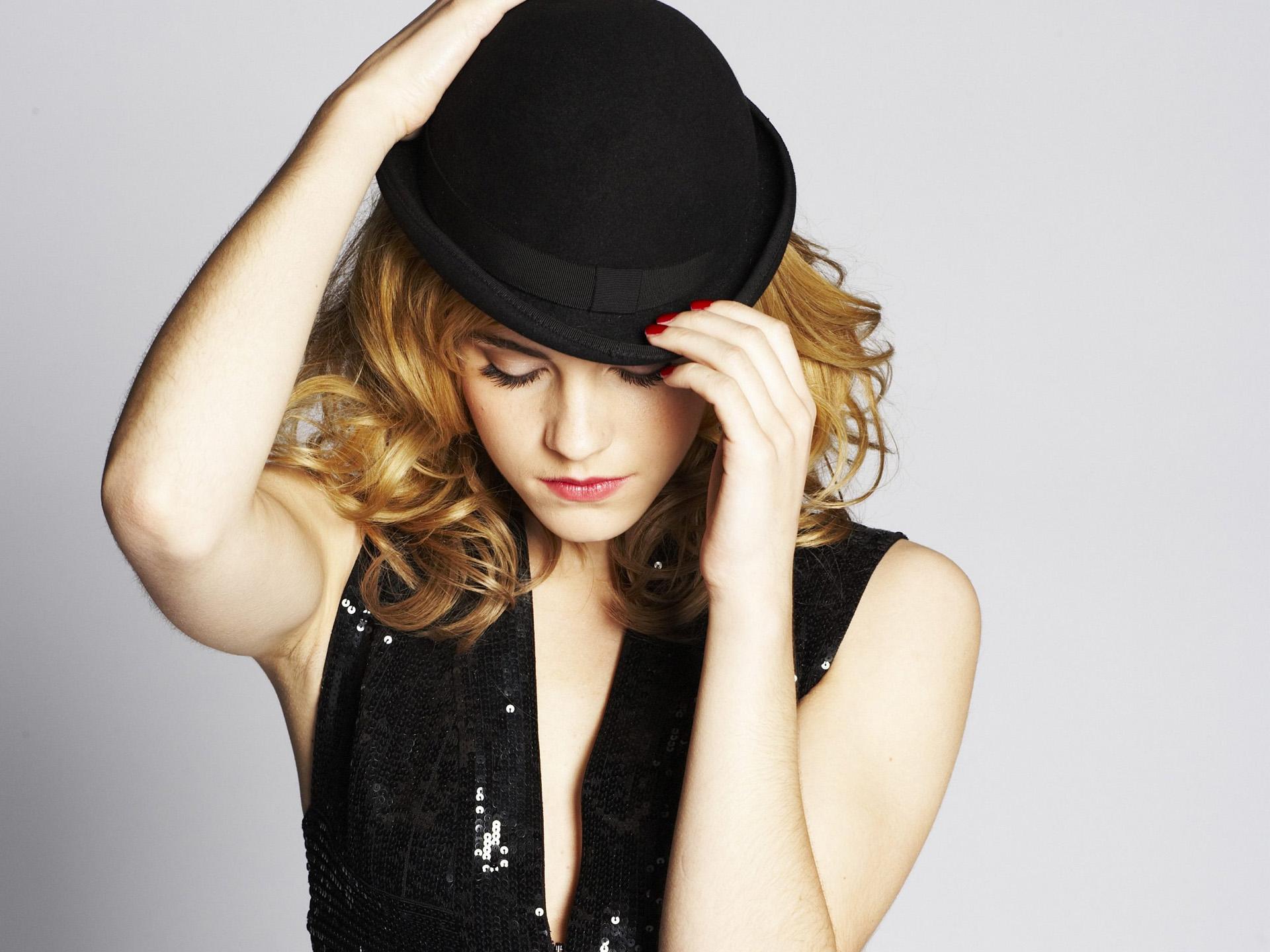 emma watson hat wallpaper 50396 1920x1440px