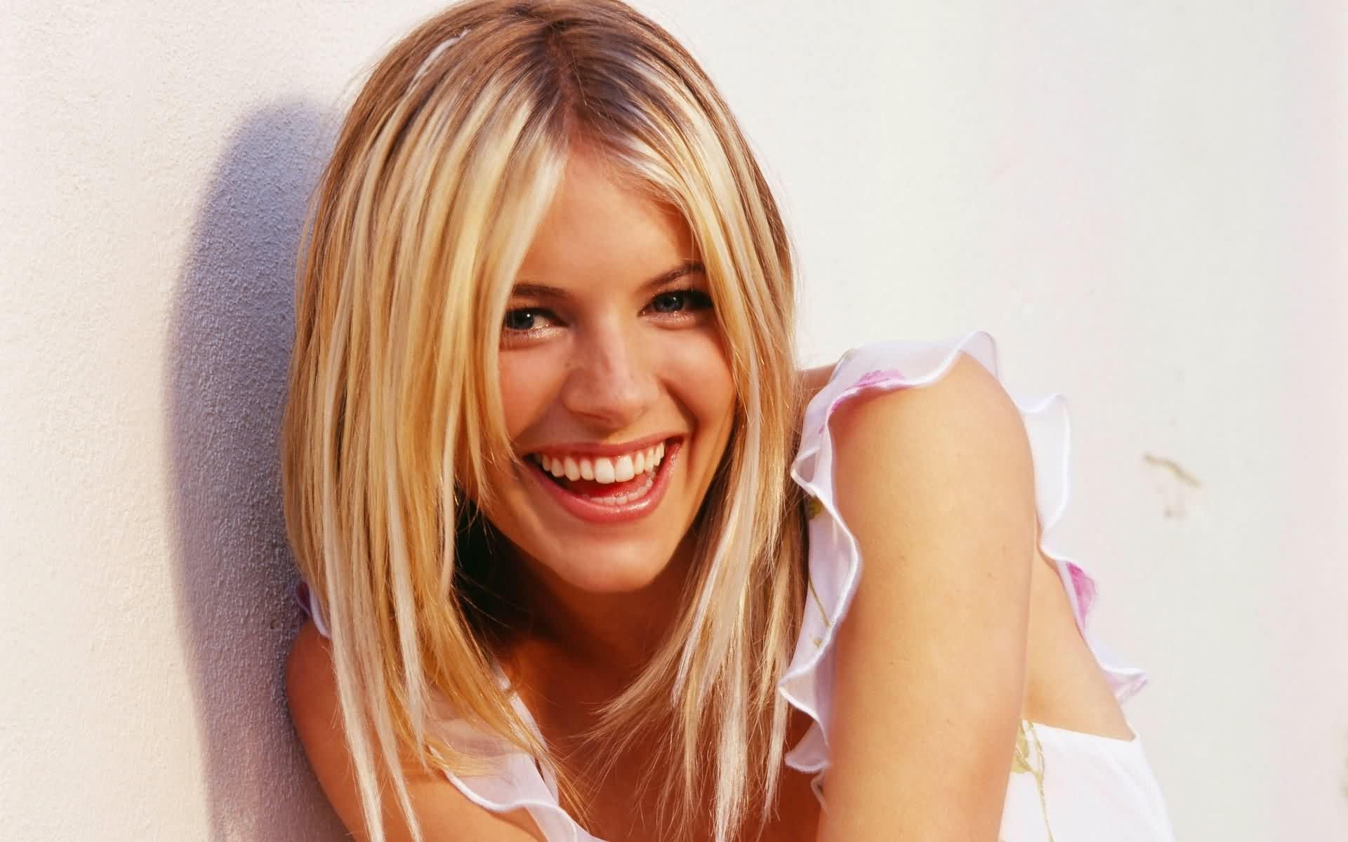 sienna miller smile wallpaper 51005
