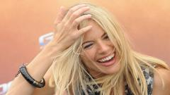 Happy Sienna Miller Wallpaper Pictures 51002