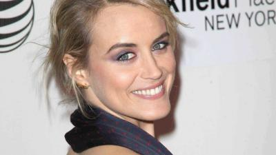 Taylor Schilling Smile Wallpaper 55943