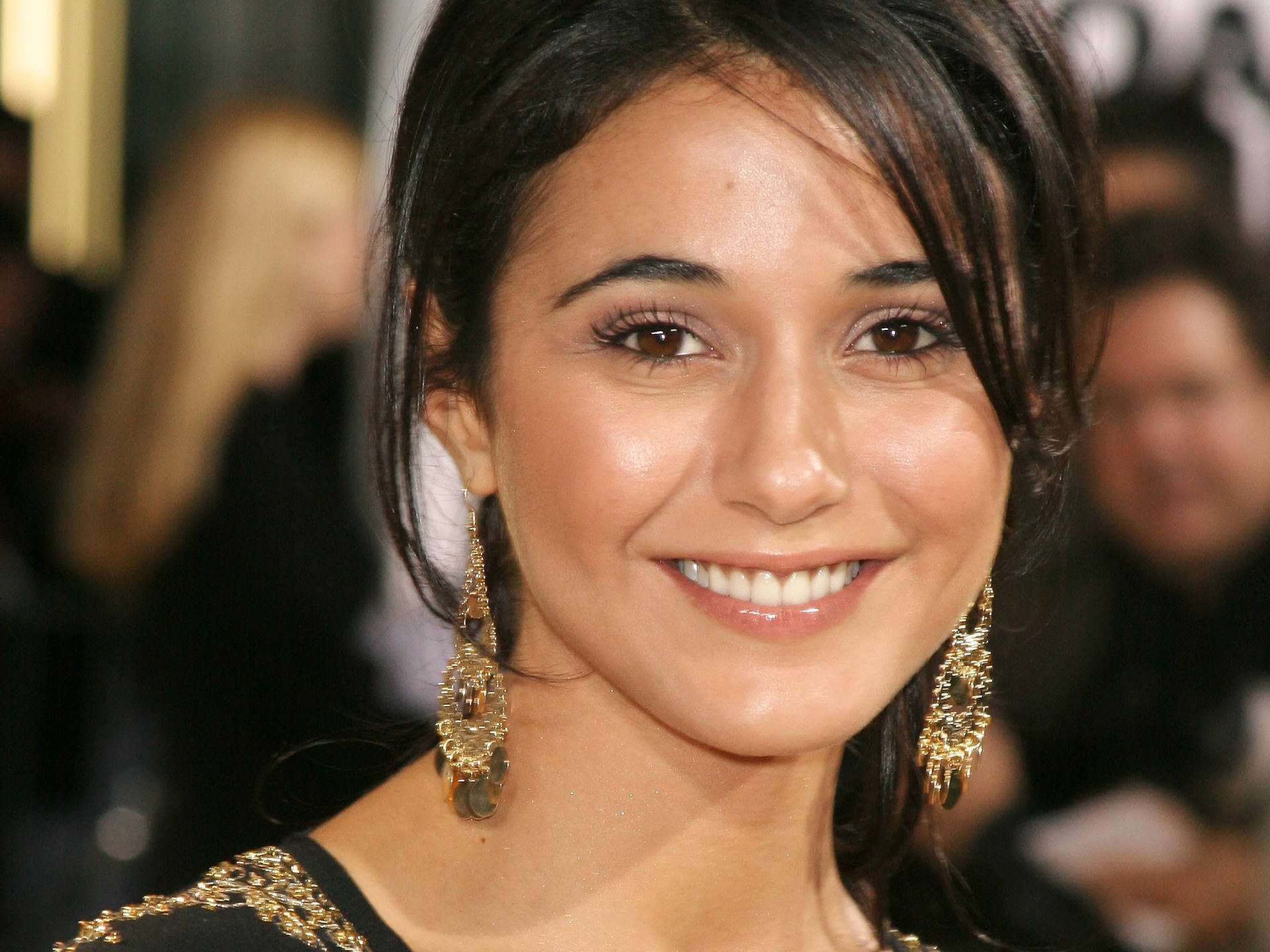 emmanuelle chriqui smile wallpaper pictures 52807