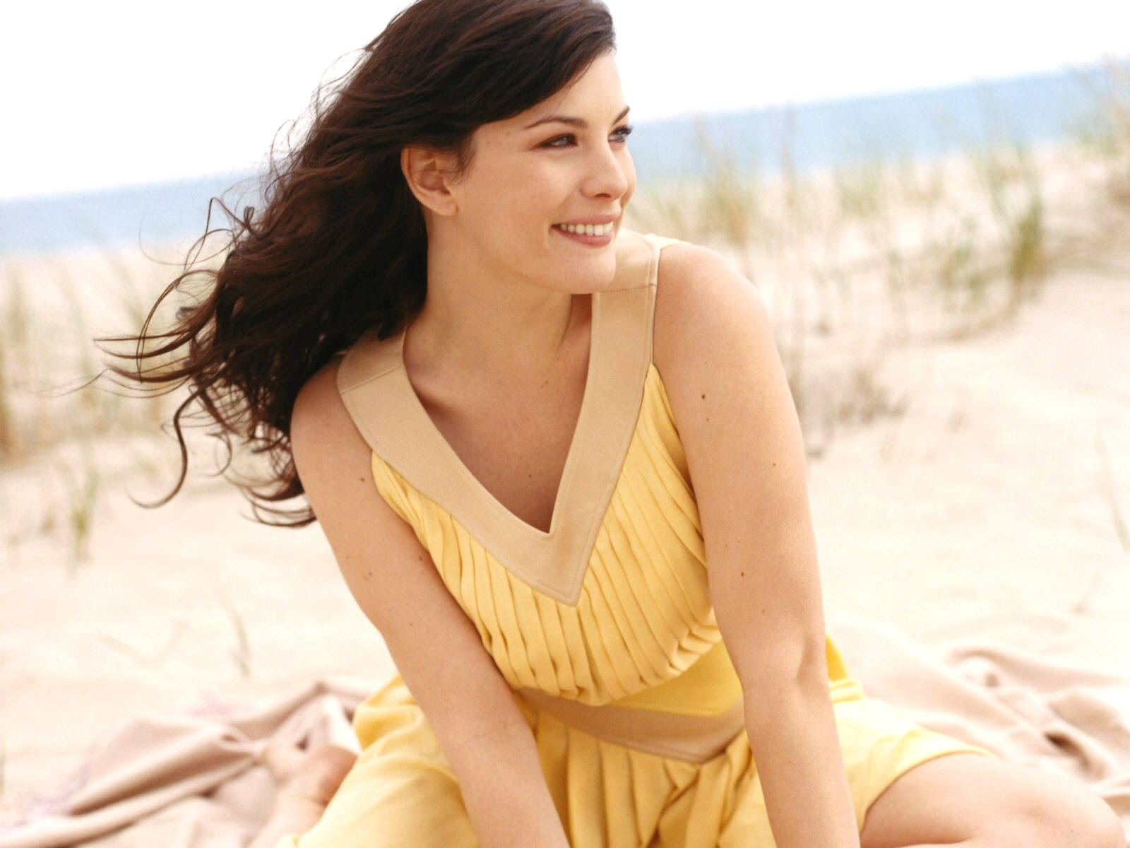 liv tyler smile wallpaper pictures 53110