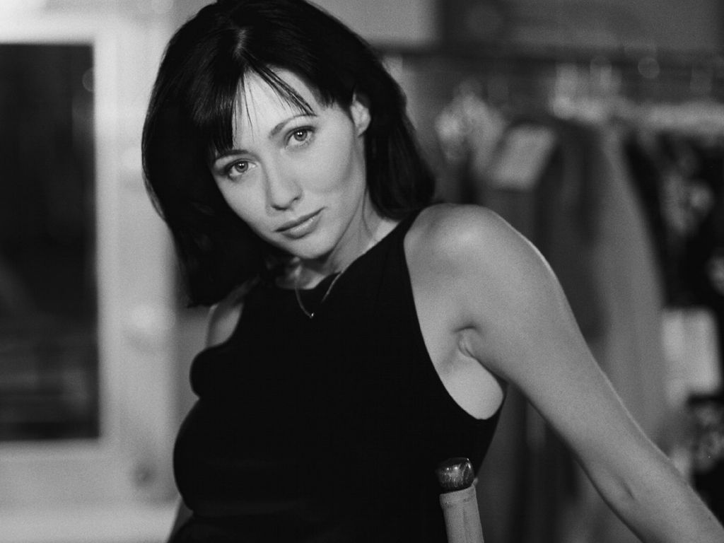 monochrome shannen doherty wallpaper 54678