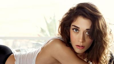 Beautiful Lizzy Caplan HD Wallpaper 56154