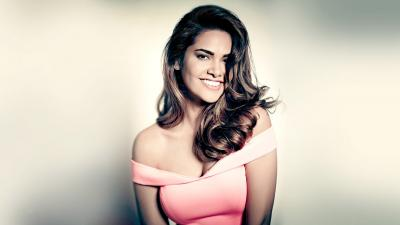 Esha Gupta Smile Desktop Wallpaper 54540