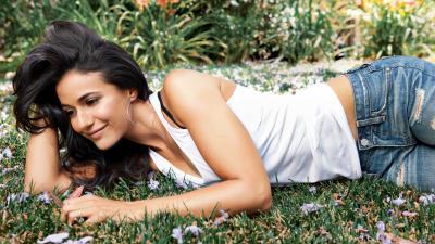 Gorgeous Emmanuelle Chriqui Wallpaper 52812