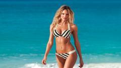 Hot Woman Wallpaper HD 49858
