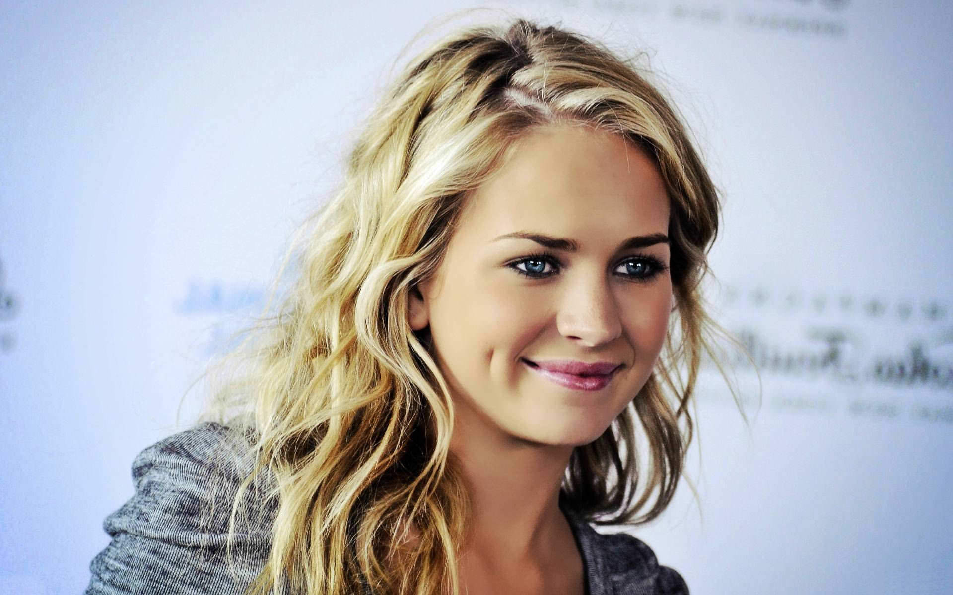 britt robertson celebrity wallpaper 54049 1920x1200 px
