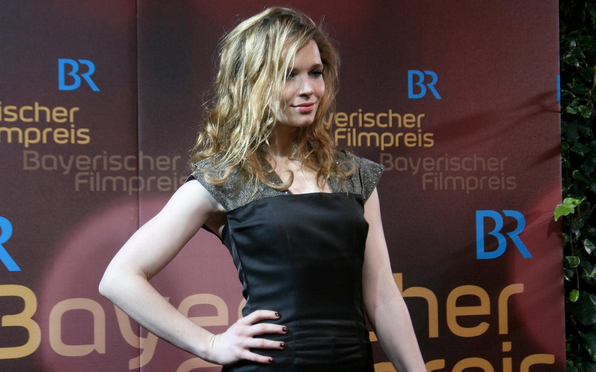 karoline herfurth celebrity wallpaper 58142