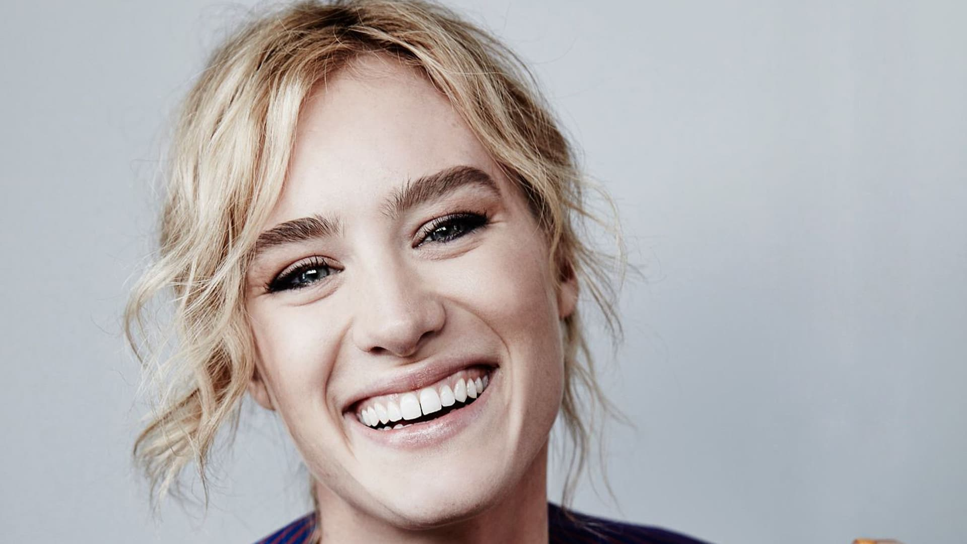 mackenzie davis smile wallpaper 57684
