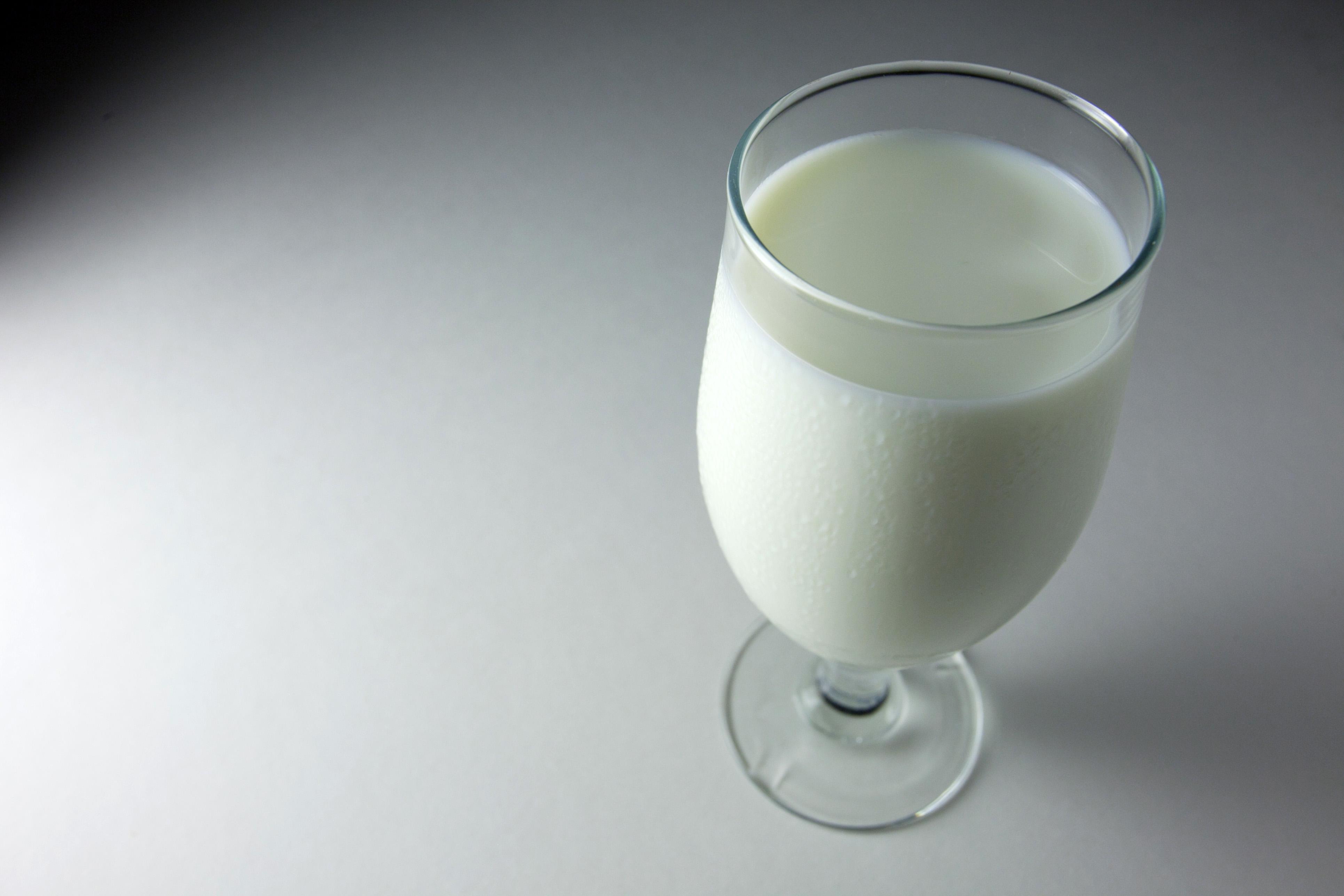 milk glass wide wallpaper 52137