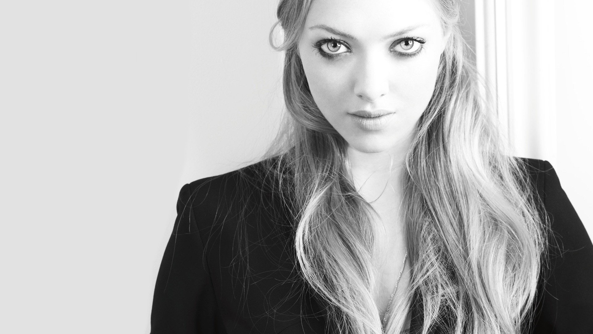 monochrome amanda seyfried wallpaper 50603