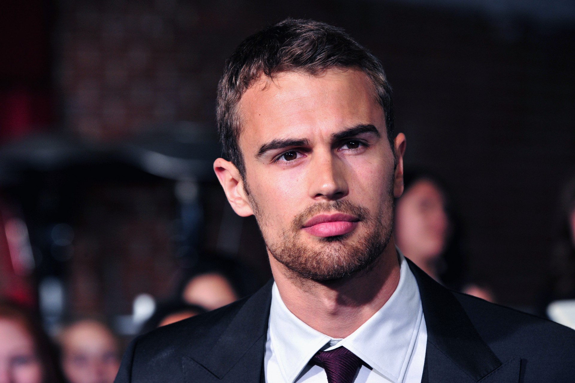 Theo James Celebrity Wallpaper 54136
