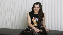 Hailee Steinfeld Widescreen Smile Wallpaper 50558