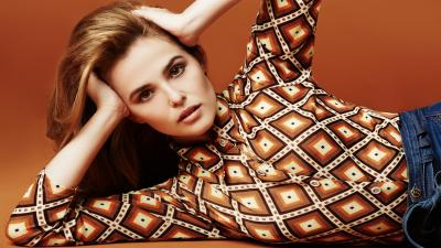 Hot Zoey Deutch Wide Wallpaper 55410