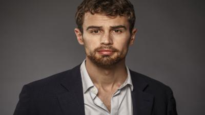 Theo James Widescreen Wallpaper 54138