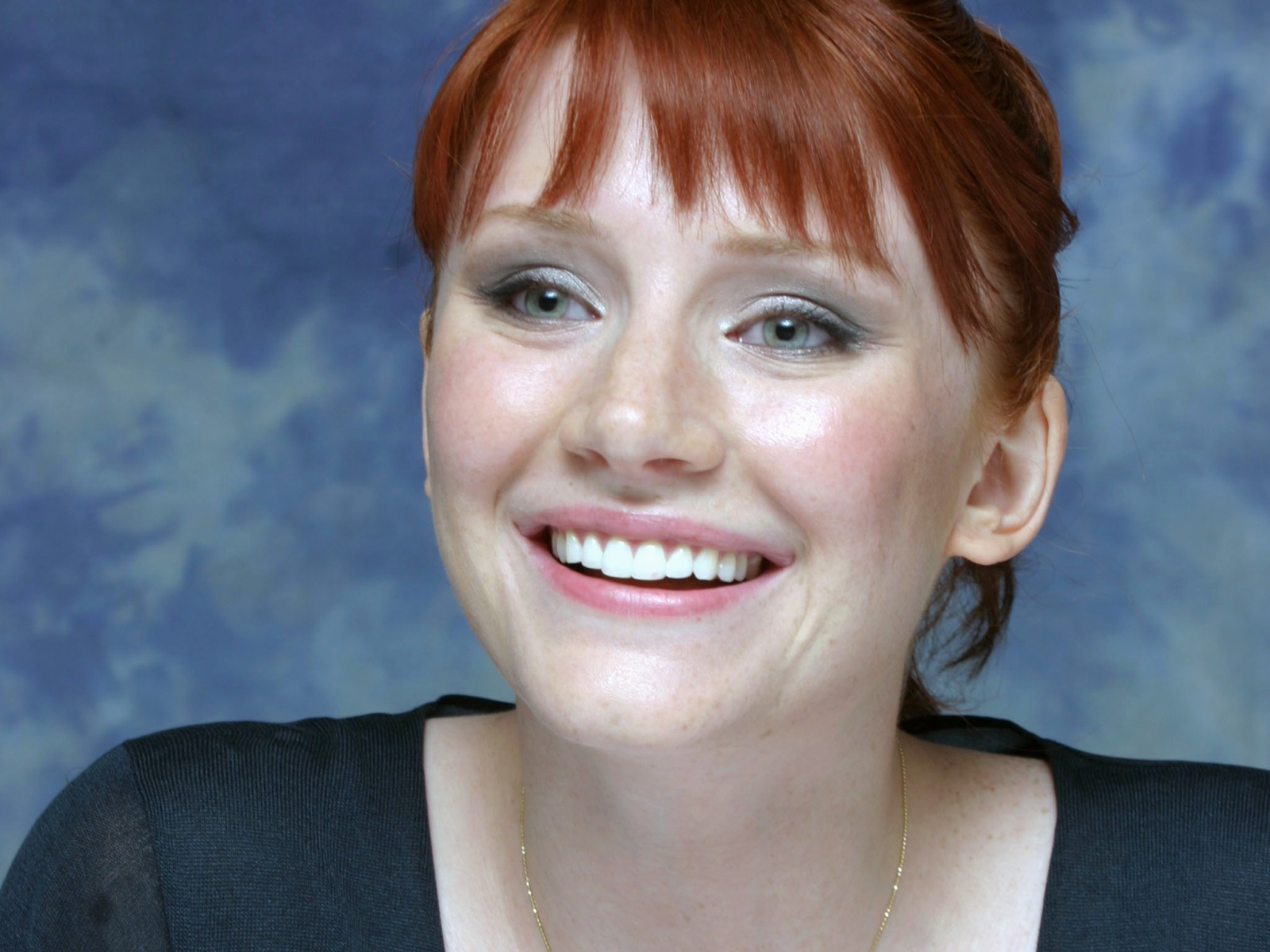 bryce dallas howard smile wallpaper pictures 53501