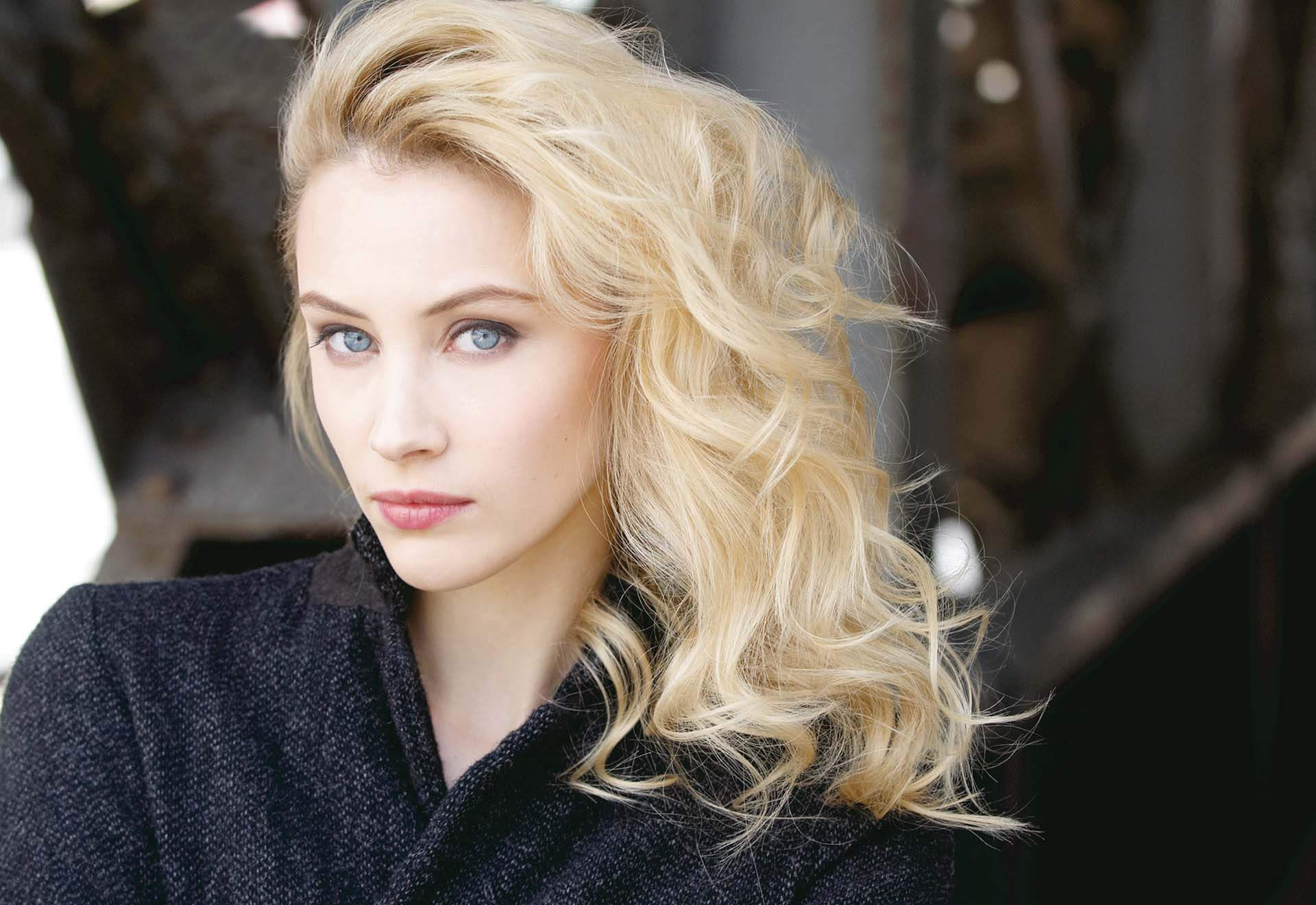 hot sarah gadon hd wallpaper 54233