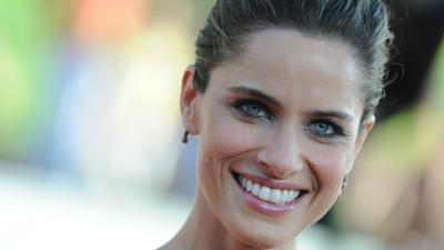 Amanda Peet Smile HD Wallpaper 53483