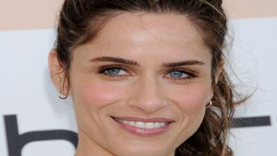 Amanda Peet Smile Wallpaper Background 53481