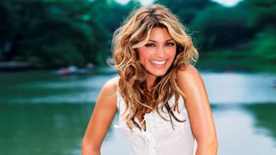 Jennifer Esposito Smile Wallpaper 57488