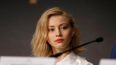 Sarah Gadon Celebrity Wide Wallpaper 54227