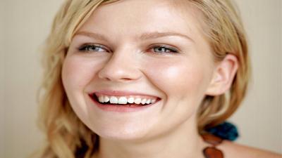 Kirsten Dunst Smile Wallpaper Pictures 51522