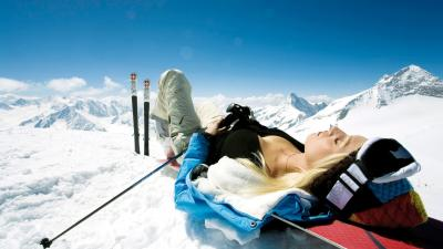 Skiing Girl HD Wallpaper 53337