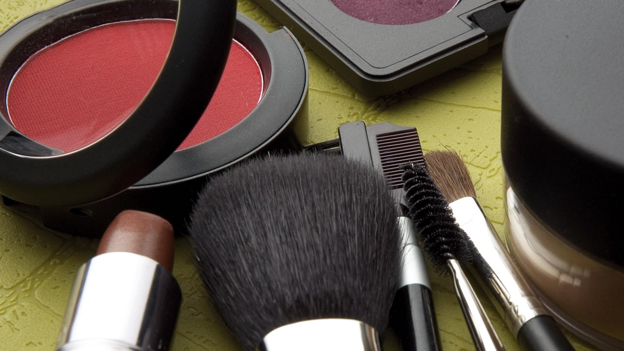 animated makeup wallpaper - photo #17