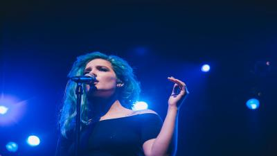 Halsey Performing Widescreen Wallpaper 59686