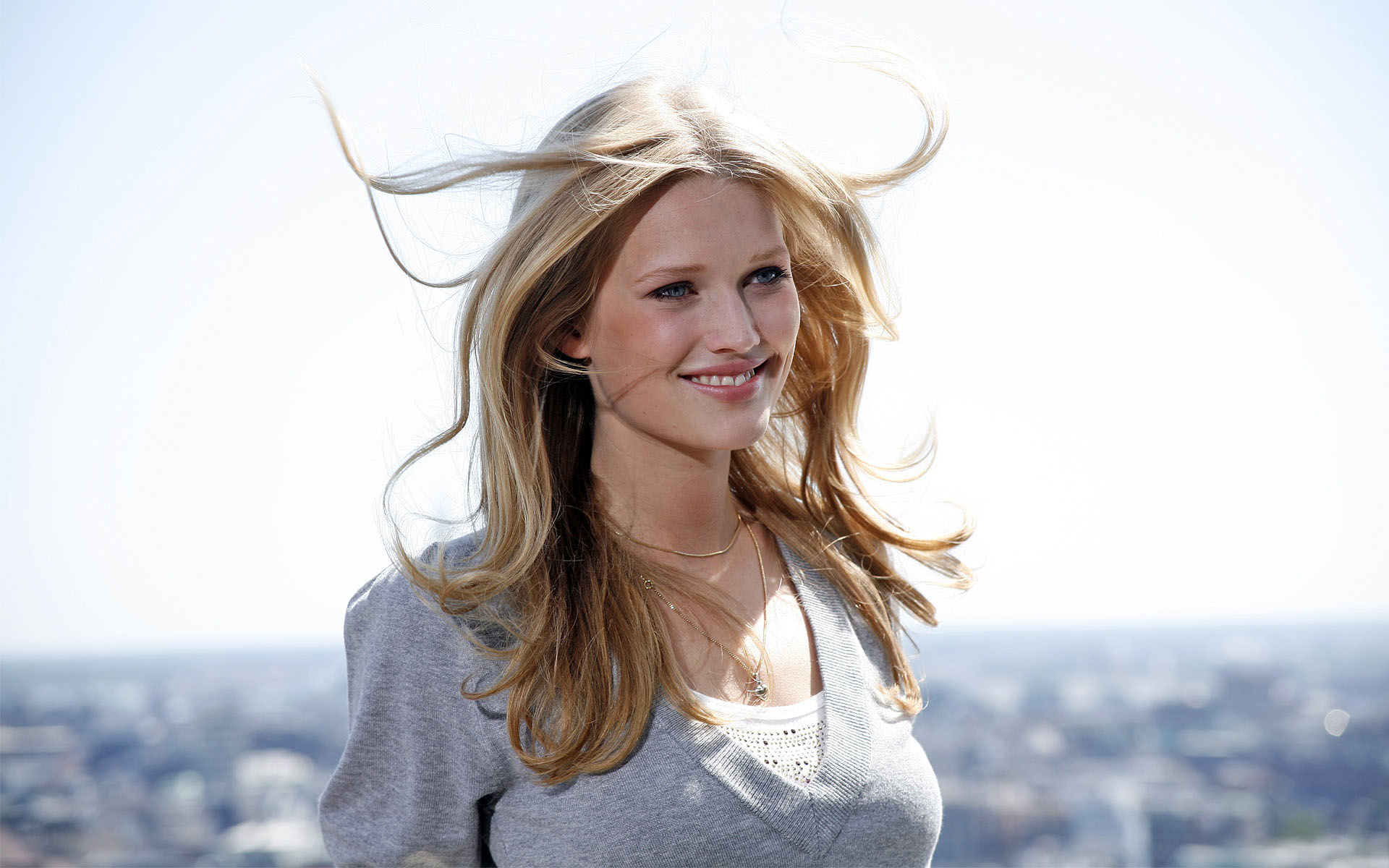 toni garrn smile wallpaper 60293