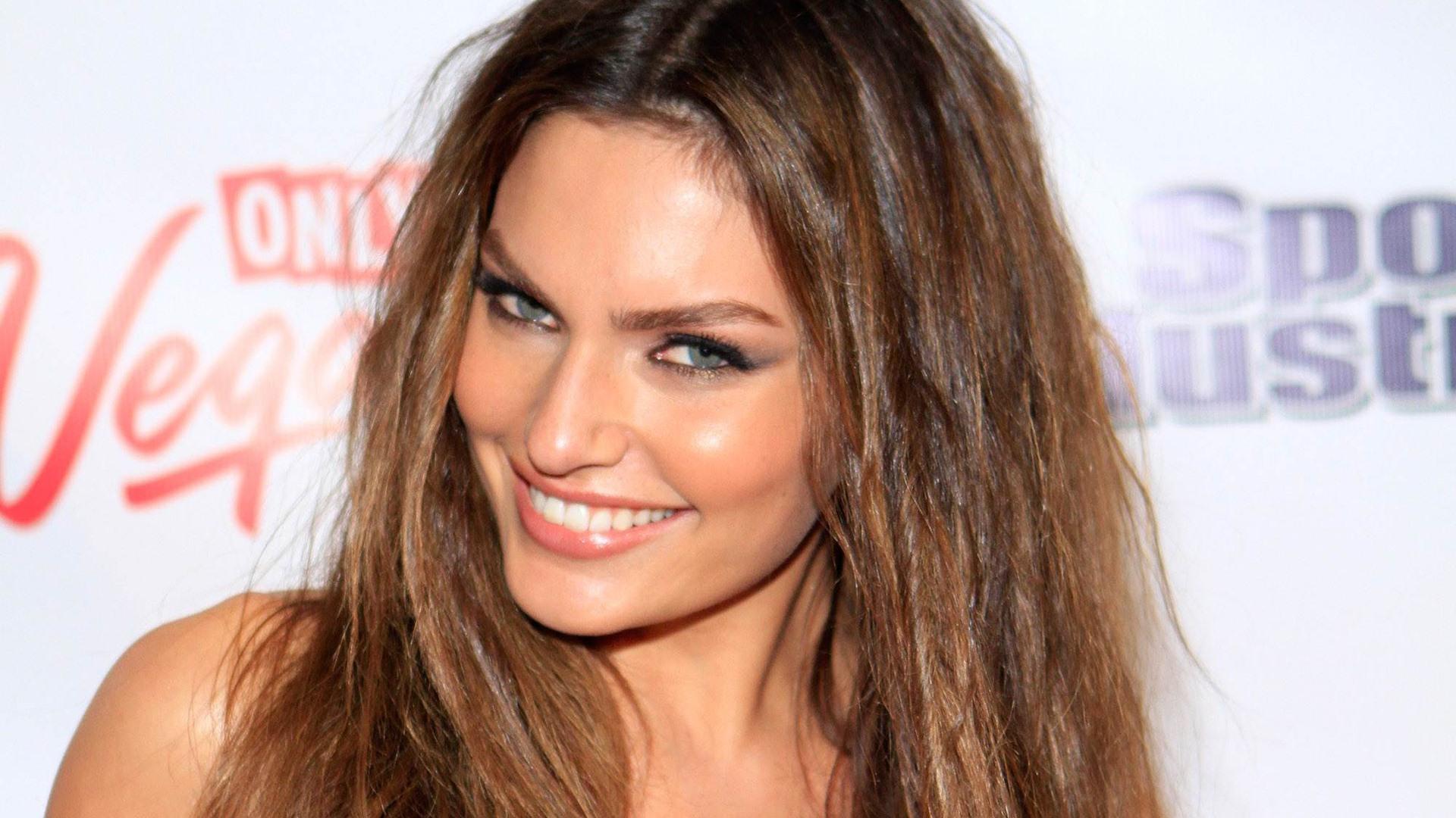 alyssa miller smile wallpaper 60466