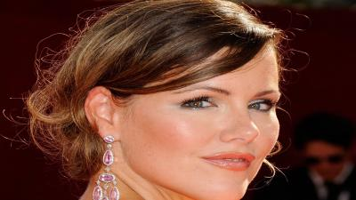 Kathleen Robertson Face Makeup Wallpaper 60654