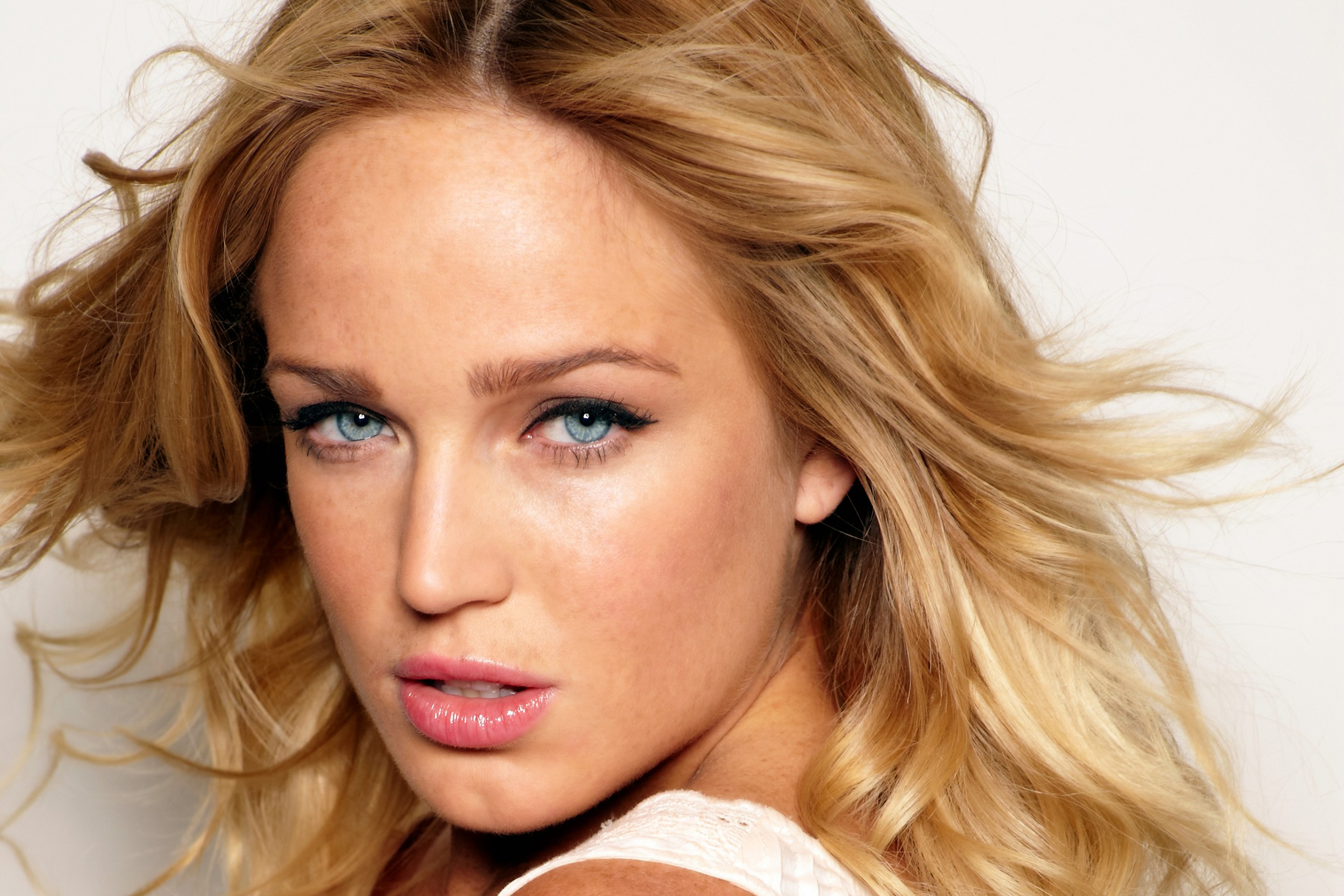 caity lotz face hd wallpaper pictures 62244
