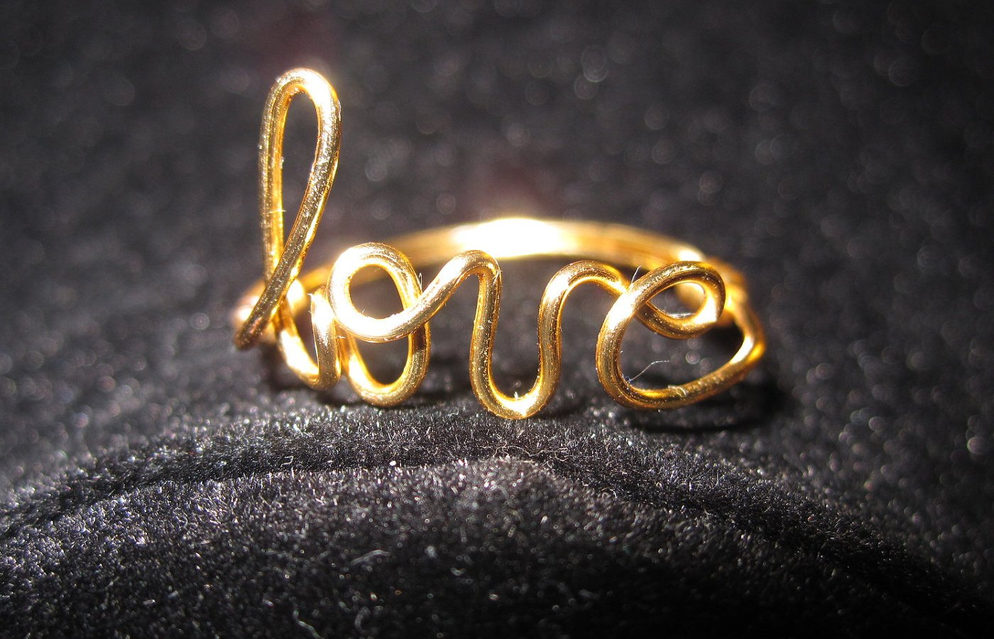 Love Wallpaper Ring : Gold Love Ring Wallpaper Pictures 60236 1400x900 px ...