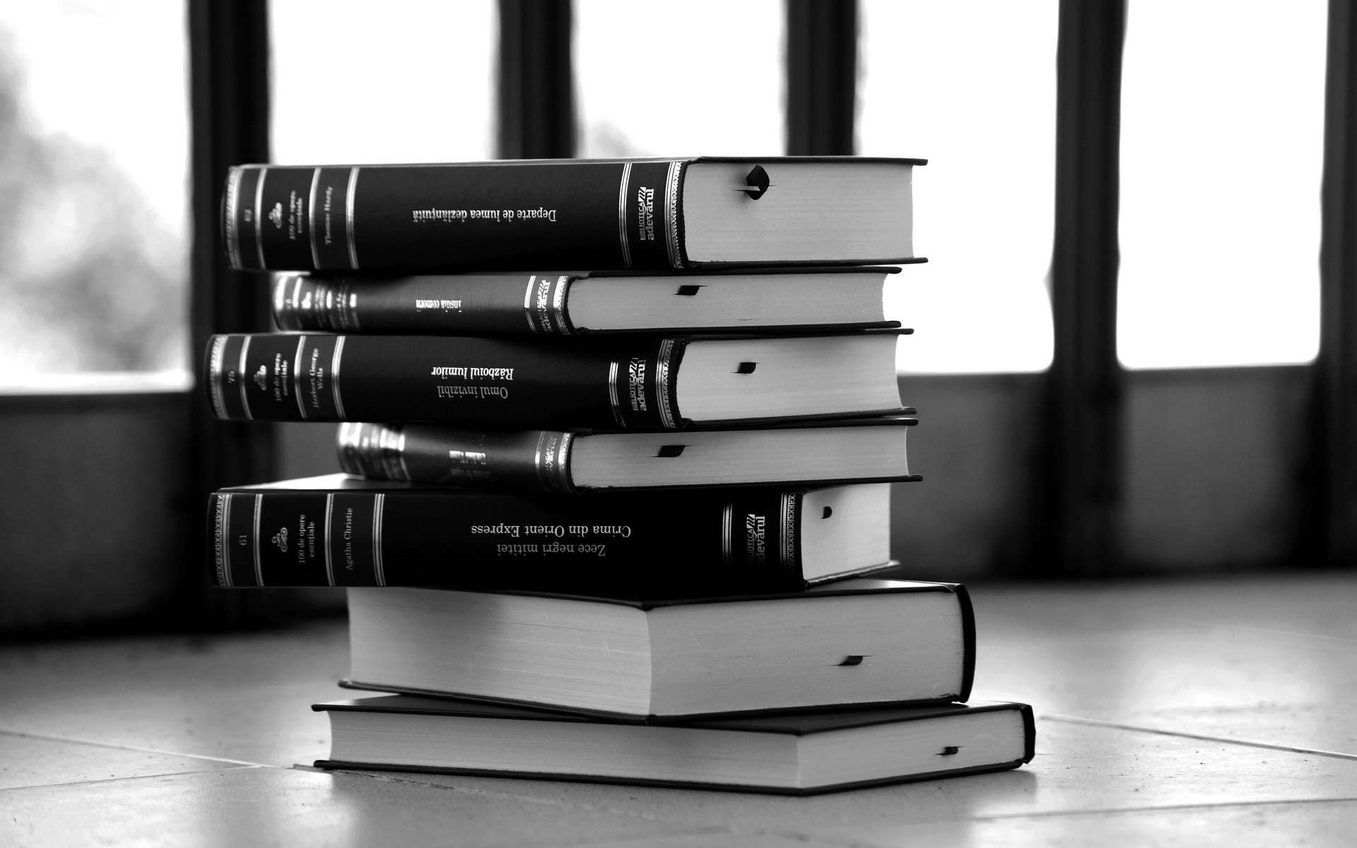 Monochrome Books Desktop Wallpaper 62333