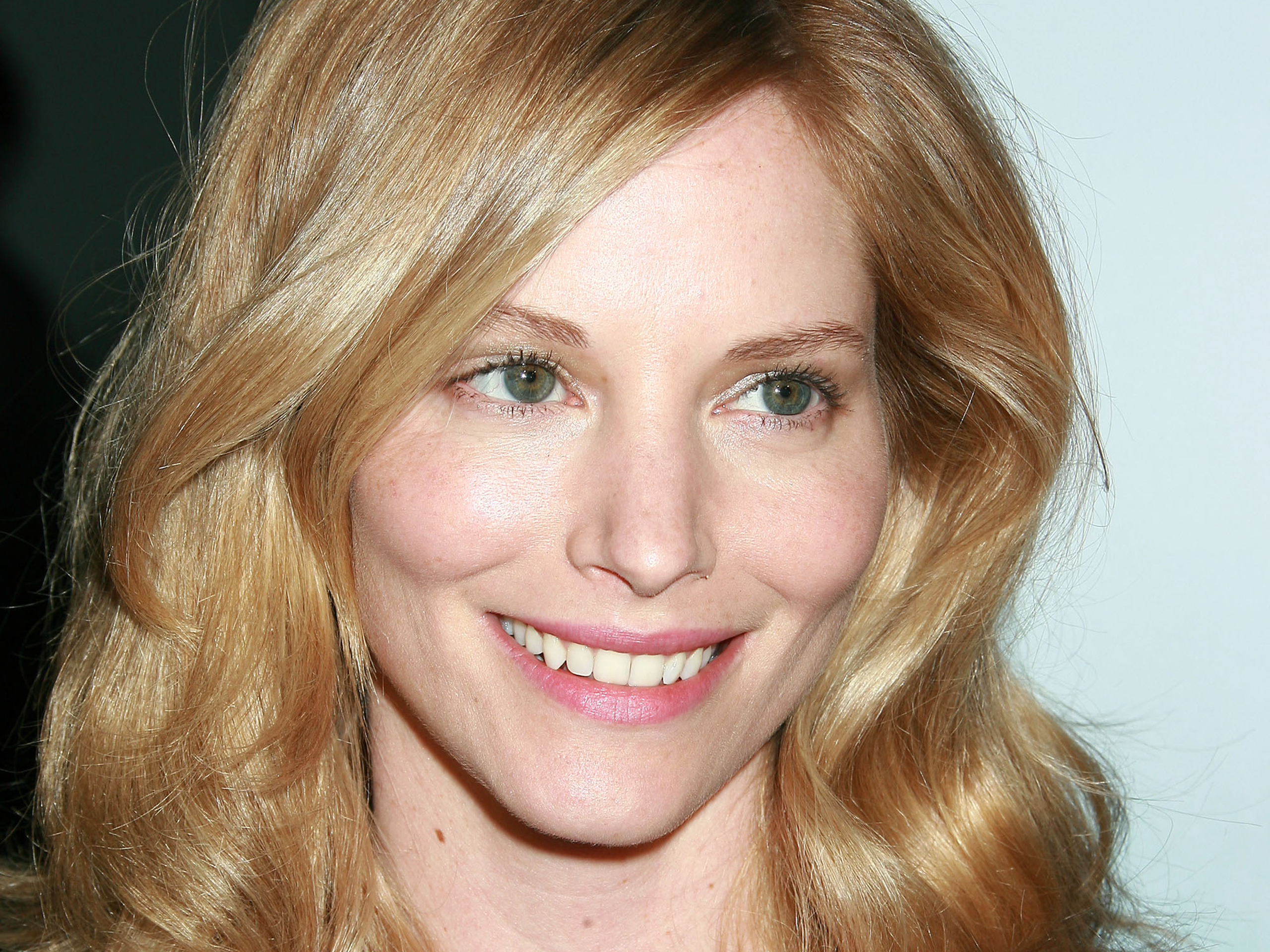 sienna guillory smile wallpaper 59430