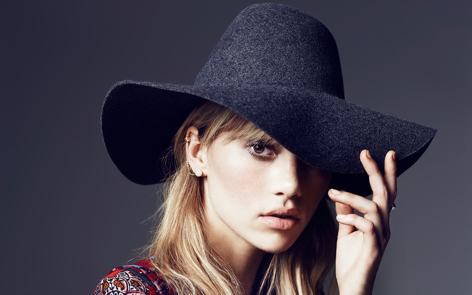 suki waterhouse hat wallpaper 59426
