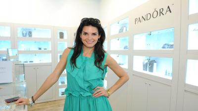 Angie Harmon Celebrity Wide Wallpaper 60505