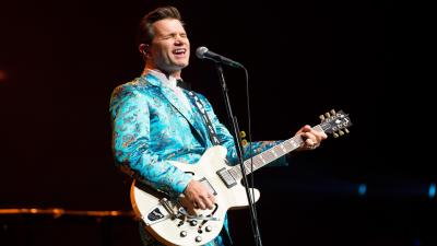 Chris Isaak Performing HD Wallpaper 60710