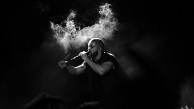 Monochrome Drake Performing Wallpaper 62076