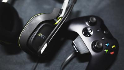 Xbox Controller and Headphones Wallpaper 60571