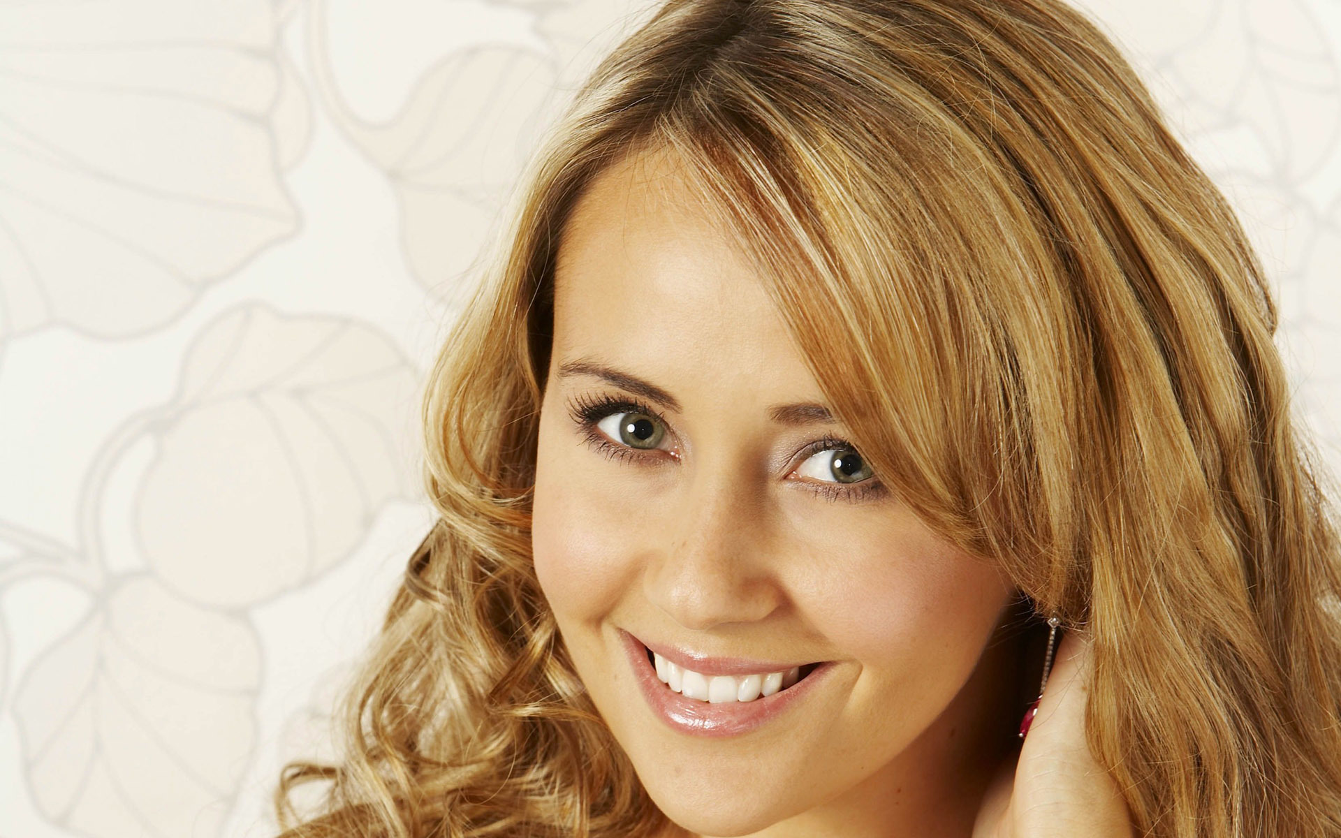 samia ghadie face wallpaper 60693
