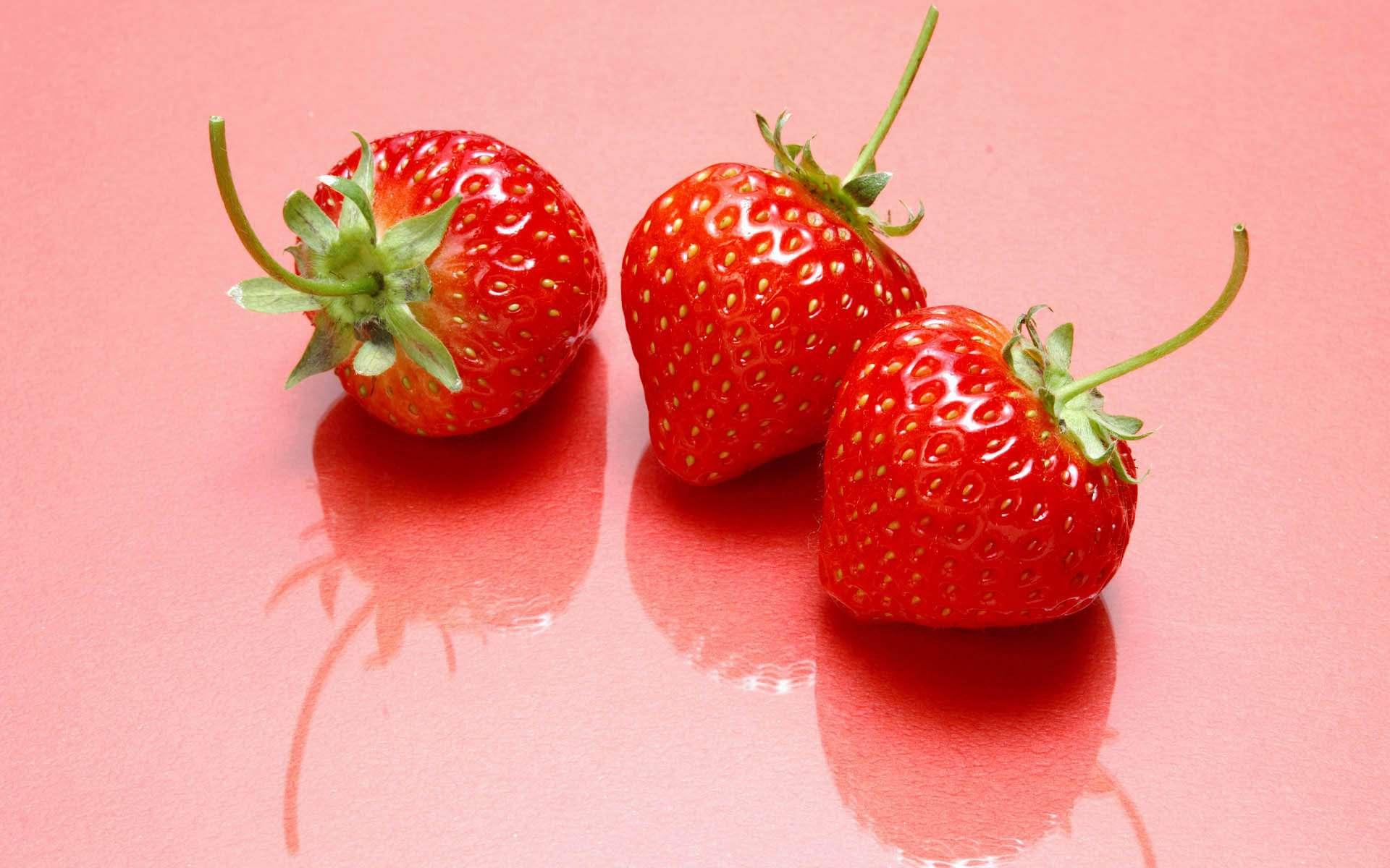 strawberry reflection desktop wallpaper 62425